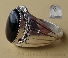 Navajo men's ring made of sterling silver and black onyx