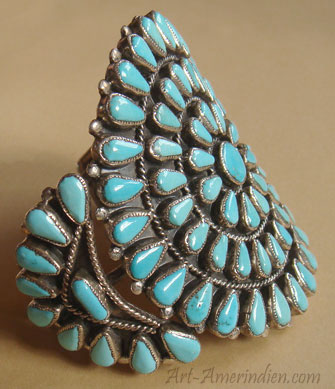 Genuine american native indian jewelry, this cluster bracelet is made from sterling silver and 81 serrated sleeping Beauty turquoises.